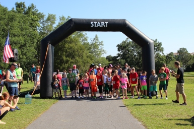 Children of all ages lined up at The Great American Bacon Race, as the 1k Bacon Dash was about to begiin.